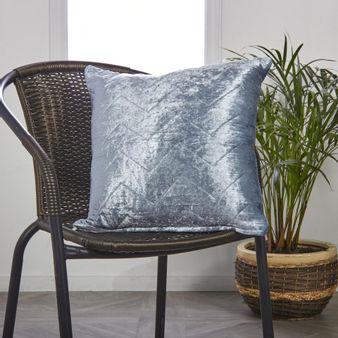 Cojin-velvet-plegado-azul-45-x45-cms