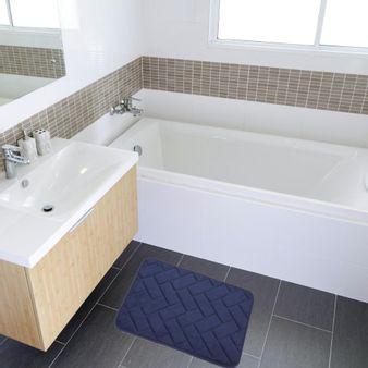 Tapete-de-baño-espuma-zigzag-azul-patriota